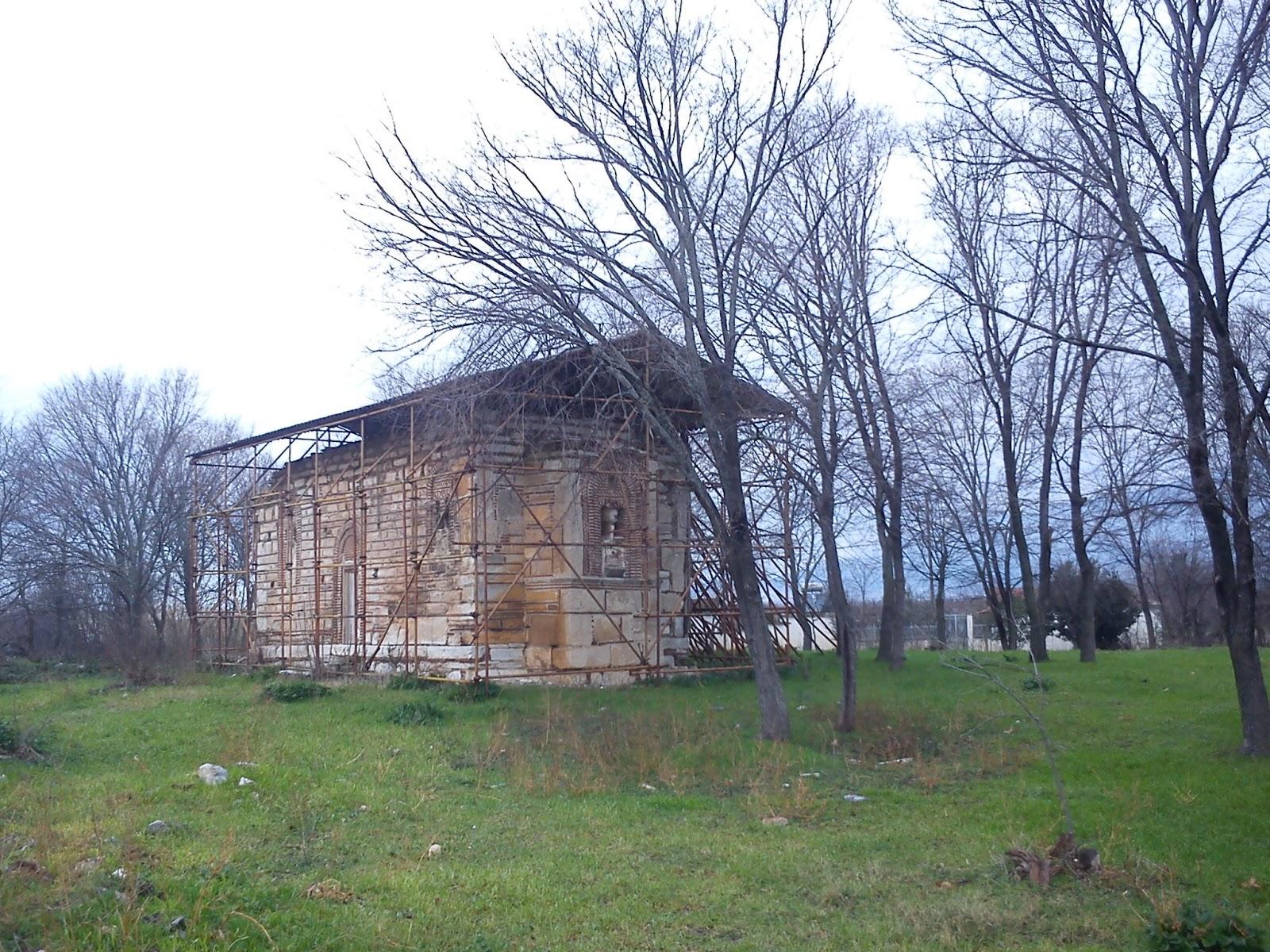 Άγιος Νικόλαος Καναλίων. Ναός του 12-13ου αι.μ.Χ. με τοιχογραφίες στο εσωτερικό τον 13ο έως τον 18ο αι. μ.Χ.  Χτίστηκε πάνω στη Νεολιθική Μαγούλα.